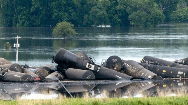 Tank Cars spilled crude oil